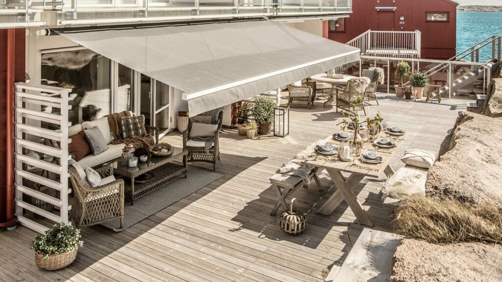 Snygg terassmarkis i Örebro som passar perfekt för altan